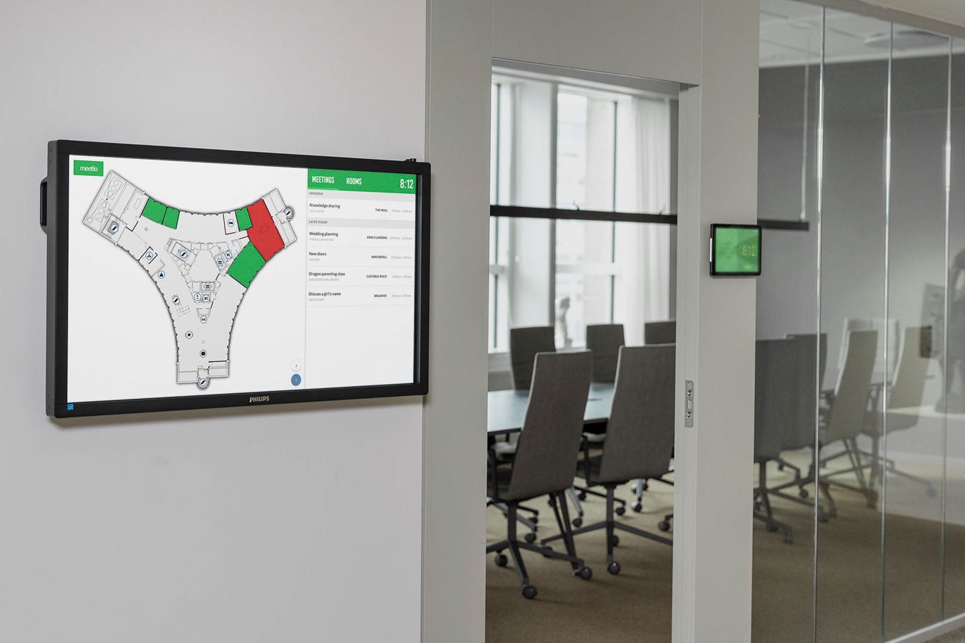 Large touch screen with Meetio View map outside a meeting room