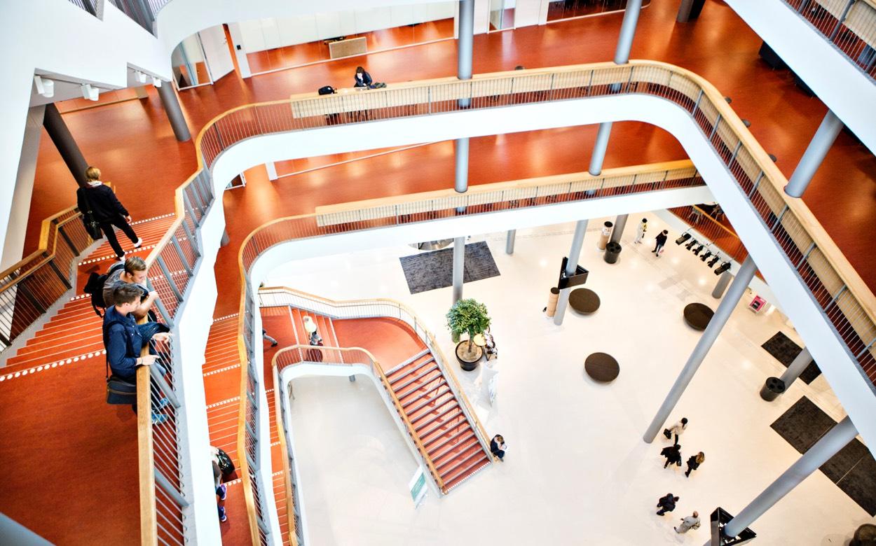 Trappor inne på Malmö universitet