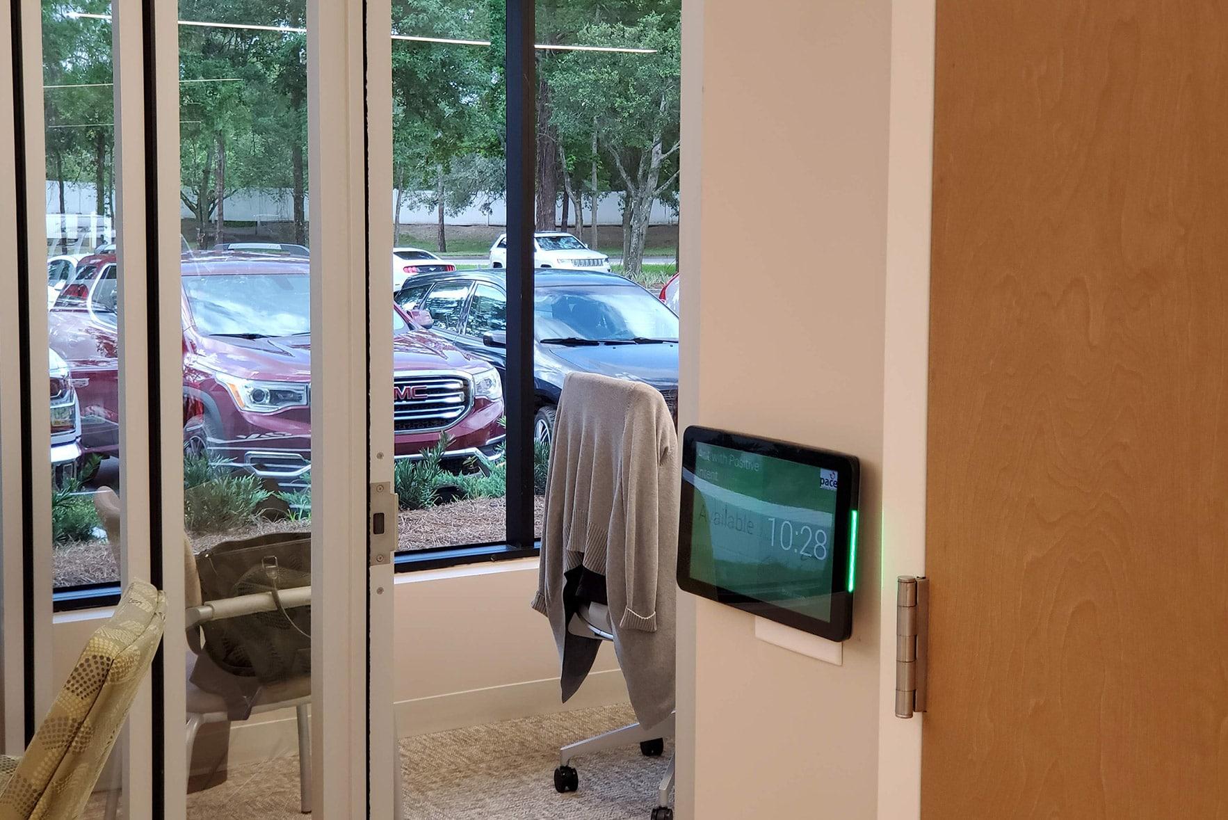 Meetio Room display outside a meeting room